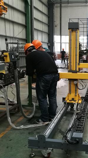 悬挂式自动管板焊机应用在南通容器厂  咨询电话:18918961606